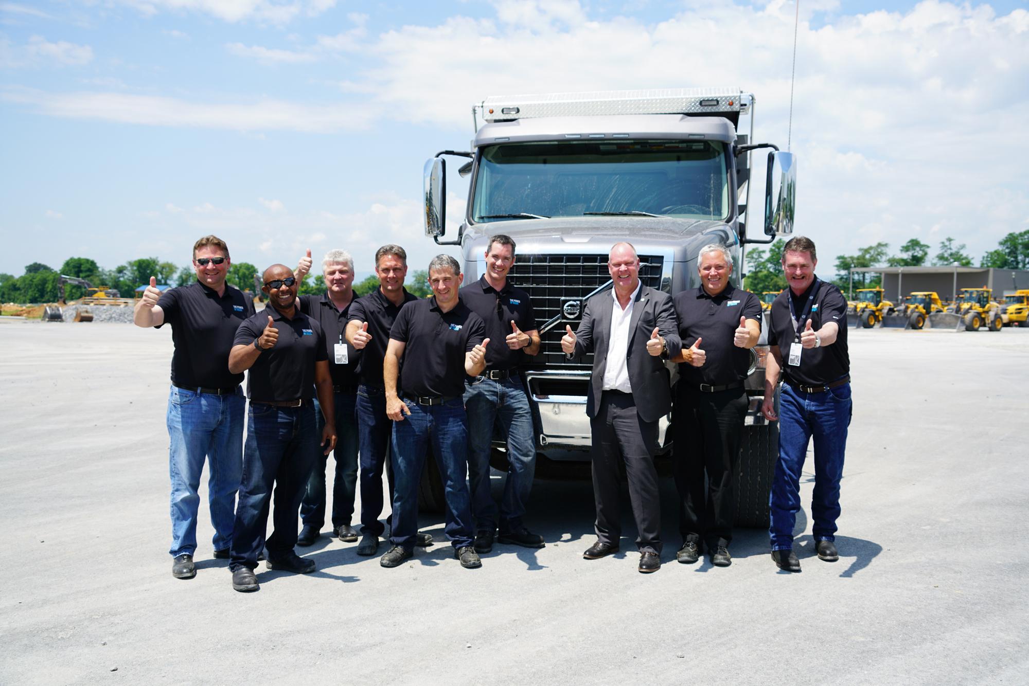 Equipo de anfitriones de la prueba del nuevo tren motriz 2017 de Volvo liderado por Magnus Koeck, Vicepresidente de Marketing y Gestión de Marca.