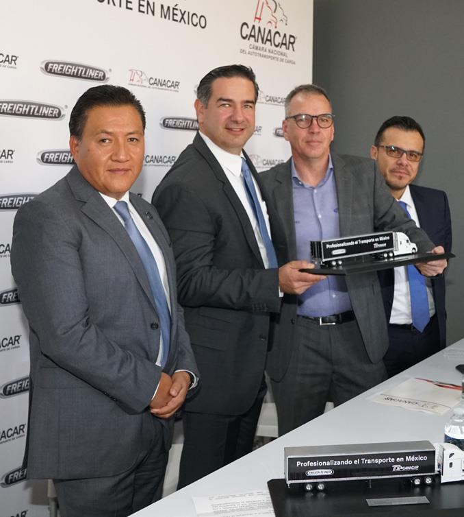 Alejandro Salas, Rogelio Montemayor, Stefan Kürschner y Luis Vega.