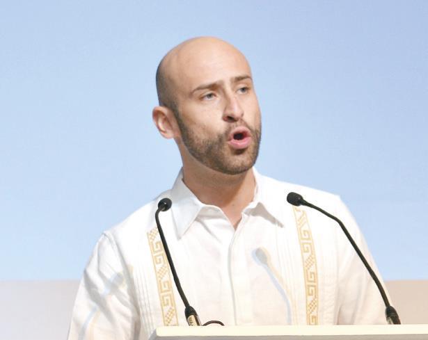 Elim Luviano, titular de la Dirección General de Autotransporte Federal.